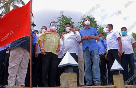 (210529) - COLOMBO, May 29, 2021 (Xinhua) - Sri Lankan Prime Minister Mahinda Rajapaksa (L, center) inspects the coastal area affected by the debris from the X-Press Pearl ship, in Colombo, Sri Lanka, on May 29, 2021. Sri Lankan Prime Minister Mahinda Rajapaksa on Saturday made an inspection visit to the coastal area in Uswetakeiyawa on the outskirts of capital Colombo which is affected by the debris washed up from the fire-ravaged container ship X-Press Pearl, the Prime Minister's Office said.