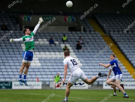 Laois vs Kildare. Laois' Mark Donnellan stretches to get a touch as Neil Flynn of Kildare hand passes to Luke Flynn