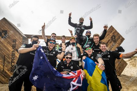 Nico Rosberg, founder and CEO, Rosberg X Racing with Molly Taylor (AUS)/Johan Kristoffersson (SWE), and team members during the 2021 Extreme E Ocean X Prix