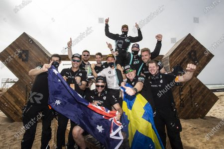 Molly Taylor (AUS)/Johan Kristoffersson (SWE), Rosberg X Racing with Nico Rosberg, founder and CEO, and team members celebrate during the 2021 Extreme E Ocean X Prix