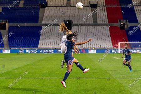 (Janice Cayman 23 OL) vs (Perle Morroni 20 PSG) battle for the ball