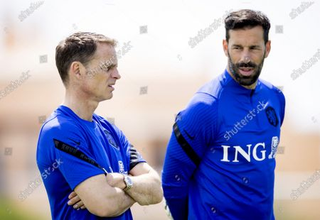 National coach Frank de Boer and Ruud van Nistelrooy during a training session of the Dutch national team at the Cascade Resort on May 30, 2021 in Lagos, Portugal. The Dutch national team is preparing for the UEFA EURO 2020 in Portugal.