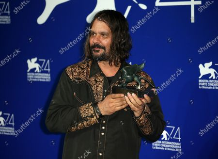 Stock Image of Venice, Italy. 09 September, 2017.  Warwick Thornton poses with the Special Jury Prize Award for 'Sweet Country' at the Award Winners photocall during the 74th Venice Film Festival