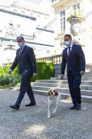Prime Minister Jean Castex welcomes Xavier Bettel, Prime Minister of the Grand Duche of Luxembourg, at the Hotel de Matignon in Paris for an interview Luna, the bitch of the Prime Minister comes to greet the officials.