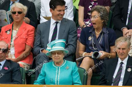 Queen Elizabeth II (front row), Ann Haydon-Jones, Tim Henman and Virginia Wade (back row)