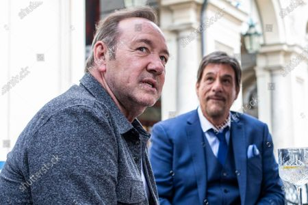 Kevin Spacey and Robert Davi in a cafe in downtown Turin