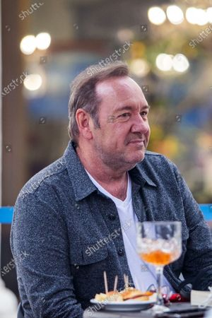 Kevin Spacey in a cafe in downtown Turin