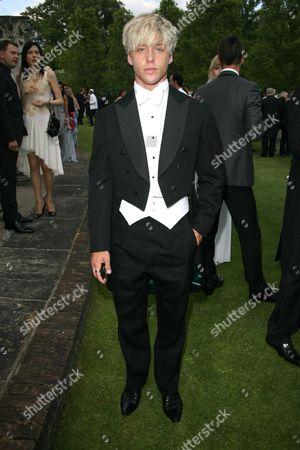 Editorial picture of 2010 Elton John AIDS Foundation's White Tie and Tiara Ball, London, Britain - 24 Jun 2010