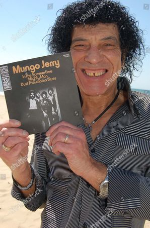 Mungo Jerry's Ray Dorset, with the record 'In The Summertime'