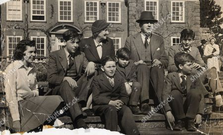 Harold Macmillan The 1st Earl Of Stockton Om Pc (died 29/12/1986) Seen Here With His Wife Dorothy And Their Six Grandchildren From Left: Anne Faber Alexander Macmillan Adam Macmillan Mark Faber Michael Faber And Joshua Macmillan.