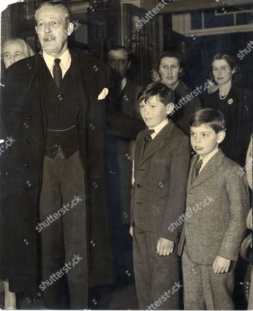 Harold Macmillan The 1st Earl Of Stockton Om Pc (died 29/12/1986)seen Here At The Vaudeville Theatre With His Grandsons Adam Macmillan 11 And Mark Faber 8 And Their Mothers Mrs Maurice Macmillan And Mrs Julian Faber.