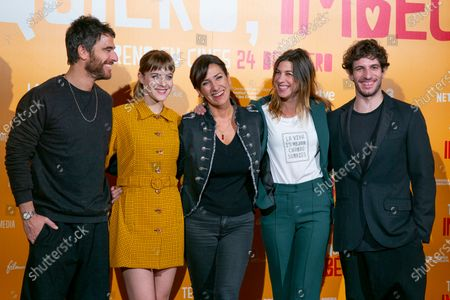 (L-R) Actors Alfonso Bassave, Alba Ribas, director Laura Mana, Natalia Tena and Quim Gutierrez attend 'Te quiero, imbecil' photocall at Hotel Urso on January 21, 2020 in Madrid, Spain