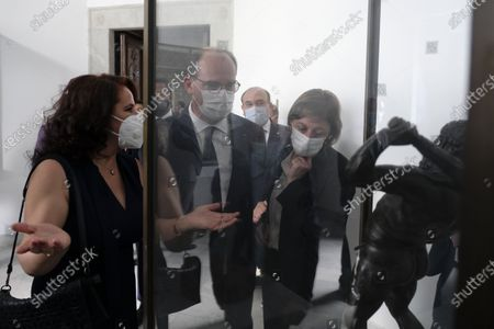 Visit to the Bardo Museum by Jean Castex, Prime Minister, along with his wife and the Tunisian Minister of Tourism and Culture as part of his visit to Tunis on the occasion of the 3rd High Council of Franco-Tunisian Cooperation, accompanied by Mr Jean-Yves Le Drian, Minister for Europe and Affairs Trangères, Ms Frederique Vidal, Minister for Higher Education, Research and Innovation, Mr Jean-Baptiste Djebbari-Bonnet, Minister Delegated to the Minister for Ecological Transition, in charge of Transport, Mr Alain Griset, Minister Delegate to the Minister for Europe Economy, Finance and Recovery, in charge of Small and Medium-sized Enterprises