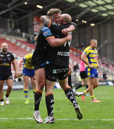Adam Milner and Nathan Massey of Castleford Tigers celebrate their team's victory