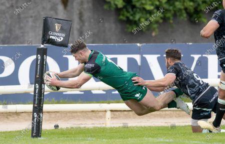 Connacht vs Ospreys. Connacht's Peter Sullivan scores a try