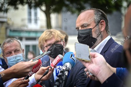 Former French Prime Minister Edouard Philippe (R) gives a press conferences about his support to French Junior Minister of Parliament Marc Fesneau (C) at the regional election