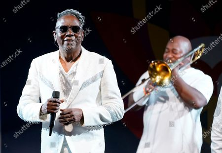 Philip Bailey, left, of Earth, Wind & Fire performs at the Race to Erase MS drive-in event at the Rose Bowl, in Pasadena, Calif