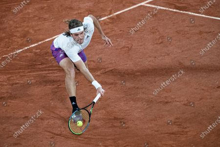 (210605) - PARIS, June 5, 2021 (Xinhua) - Stefanos Tsitsipas of Greece returns the ball during the men's singles third round match between Stefanos Tsitsipas of Greece and John Isner of the United States at the French Open tennis tournament at Roland Garros in Paris, France, June 4, 2021.