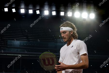 (210605) - PARIS, June 5, 2021 (Xinhua) - Stefanos Tsitsipas of Greece reacts during the men's singles third round match between Stefanos Tsitsipas of Greece and John Isner of the United States at the French Open tennis tournament at Roland Garros in Paris, France, June 4, 2021.