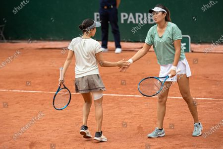 (210605) - PARIS, June 5, 2021 (Xinhua) - Yang Zhaoxuan (R) of China and Makoto Ninomiya of Japan react during the women's doubles second round match between Yang Zhaoxuan of China/Makoto Ninomiya of Japan and Petra Martic of Croatia/Shelby Rogers of the United States at the French Open tennis tournament at Roland Garros in Paris, France, June 4, 2021.