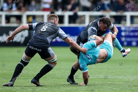 Francois Venter of Worcester Warriors is tackled by George McGuigan of Newcastle Falcons