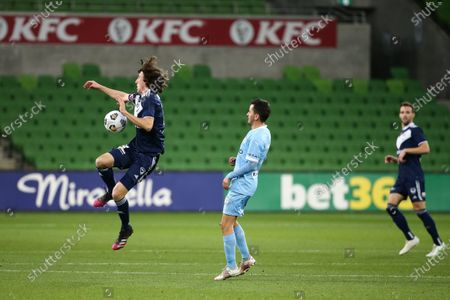 Jay Barnett of Melbourne Victory chests the ball.
