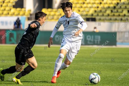 Stock Photo of Lee Si-Young of Seongnam FC competes for the ball with Choi Hee-Won of Jeonbuk Hyundai Motors during the K League 1 match between Seongnam FC and Jeonbuk Hyundai Motors at the Tancheon Stadium in Seongnam, South Korea, 06 June 2021.