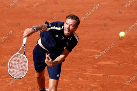 Russia's Daniil Medvedev plays against Chile's Christian Garin during their men's singles fourth round tennis match on Day 8 of The Roland Garros 2021 French Open tennis tournament in Paris on June 6, 2021.