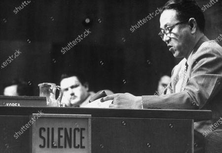 Circa 1950: Korean delegate John Myung Chang (R) speaking at UN meeting.