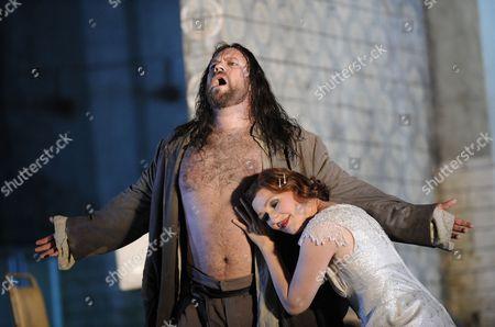 Johan Reuter (Jokanaan) and Angela Denoke (Salome)