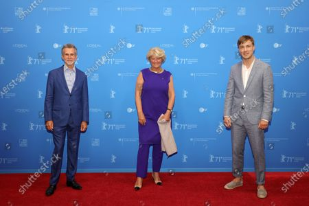 Ulrich Matthes, Federal Commissioner for Culture and Media Monika Gruetters and German actor Albrecht Schuch attend  the Opening Ceremony and premiere of 'The Mauritanian' during the 71st Berlin International Film Festival (Berlinale) Summer Special at the Museumsinsel (Museum Island) in Berlin, Germany, 09 June 2021. Due to the coronavirus COVID-19 pandemic, the 71st Berlinale is taking place in two stages: a virtual Industry Event, that was held from 01 to 05 March 2021, and the Summer Special for the general public running from 09 to 20 June 2021 as an outdoor-only event.