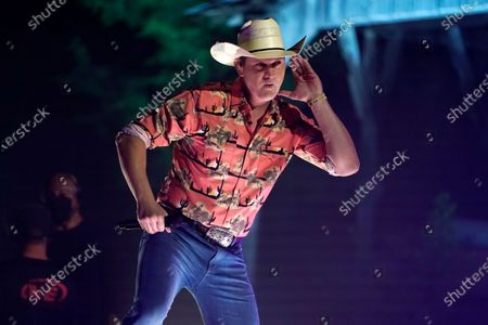 """Jon Pardi performs """"Getting Over Him"""" with Lauren Alaina at the CMT Music Awards, in Franklin, Tenn. The awards show airs on June 9 with both live and prerecorded segments"""