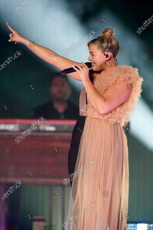 """Lauren Alaina performs """"Getting Over Him"""" with Jon Pardi at the CMT Music Awards, in Franklin, Tenn. The awards show airs on June 9 with both live and prerecorded segments"""