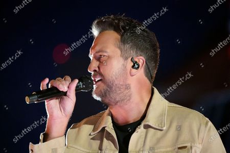 """Luke Bryan performs """"Down to One"""" at the CMT Music Awards, in Nashville, Tenn. The awards show airs on June 9 with both live and prerecorded segments"""