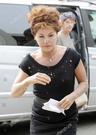 Jessie Wallace who plays Pat Phoenix.