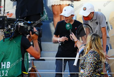 Marion Bartoli interviews the young boy who was handed the racquet of Novak Djokovic
