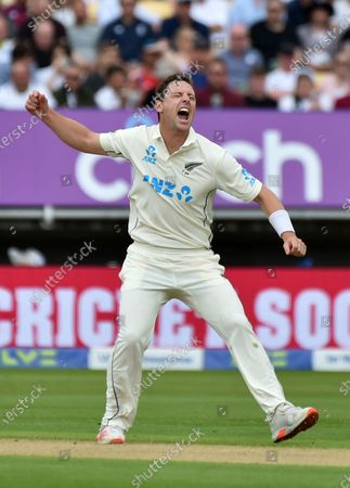 New Zealand's Matt Henry celebrates the dismissal of England captain Joe Root during the first day of the second cricket test match between England and New Zealand at Edgbaston in Birmingham, England