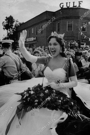 Miss America, Mary Ann Mobley returning to her hometown.