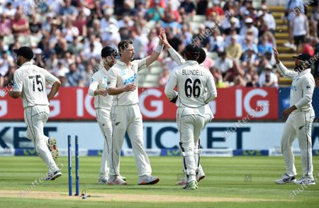 New Zealand's Matt Henry, third left, celebrates with teammates the dismissal of England's Mark Wood during the second day of the second cricket test match between England and New Zealand at Edgbaston in Birmingham, England