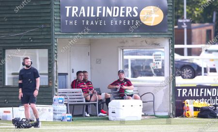 Jamie George of Saracens & Jackson Wray of Saracens find some shade during the warm up