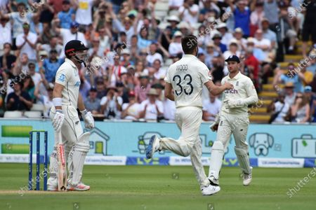 England's Mark Wood, center, celebrates the dismissal of New Zealand's Henry Nicholls, left, during the third day of the second cricket test match between England and New Zealand at Edgbaston in Birmingham, England
