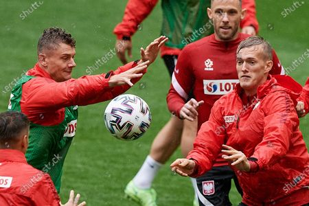 Polish national soccer team players Pawe³ Dawidowicz (L), Karol Swiderski (R) and Maciej Rybus (back) during a training session at the Polsat Plus Arena Gdansk, in Gdansk, northern Poland, 12 June 2021. Poland is preparing for the UEFA EURO 2020 tournament and will face Spain, Sweden and Slovakia in their Group E stage.