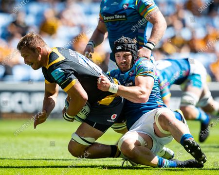 Wasps captain Brad Shields is tackled by George Martin of Leicester Tigers