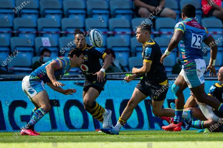 Jacob Umaga, making his 50th appearance for Wasps, passes to Marcus Watson, making his first home appearance of the season for Wasps,