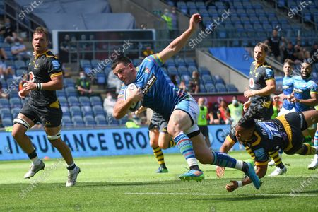 Leicester Tigers centre Matt Scott (13) scores a try during the Gallagher Premiership Rugby match between Wasps and Leicester Tigers at the Ricoh Arena, Coventry