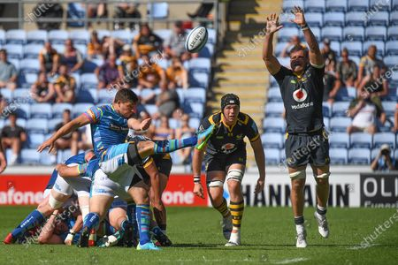 Leicester Tigers scrum-half Ben Youngs (21) kicks under pressure from Wasps back row Brad Shields (7) during the Gallagher Premiership Rugby match between Wasps and Leicester Tigers at the Ricoh Arena, Coventry