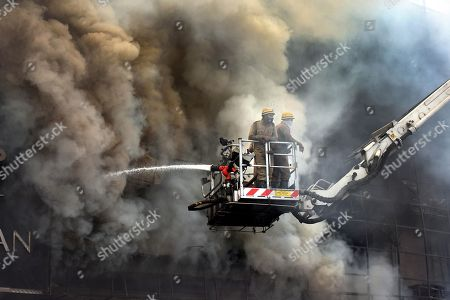 Massive Fire Breaks out at Clothing Showroom, Lajpat Nagar