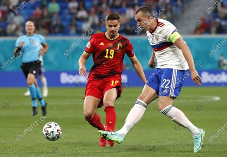 Leander Dendoncker (L) of Belgium in action against Artem Dzyuba (R) of Russia during the UEFA EURO 2020 group B preliminary round soccer match between  Belgium and Russia in St.Petersburg, Russia, 12 June 2021.