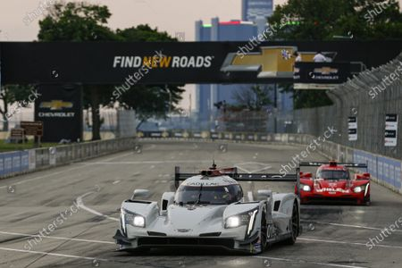 THE RACEWAY ON BELLE ISLE, UNITED STATES OF AMERICA - JUNE 12: #01: Cadillac Chip Ganassi Racing Cadillac DPi , DPi: Renger van der Zande, Kevin Magnussen, Checkered Flag during the Detroit at The Raceway on Belle Isle on June 12, 2021 in The Raceway on Belle Isle, United States of America. (Photo by Jake Galstad / LAT Images)