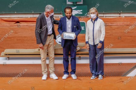 Gilles Moretton (Pdt FFT), Kader Nouni (chair empire), Martina Navratilova at the women's trophy ceremony